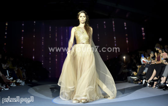 f704c2819005b فساتين أسبوع الموضة المكسيكى. فستان باللون الذهبى -اليوم السابع -10 -2015