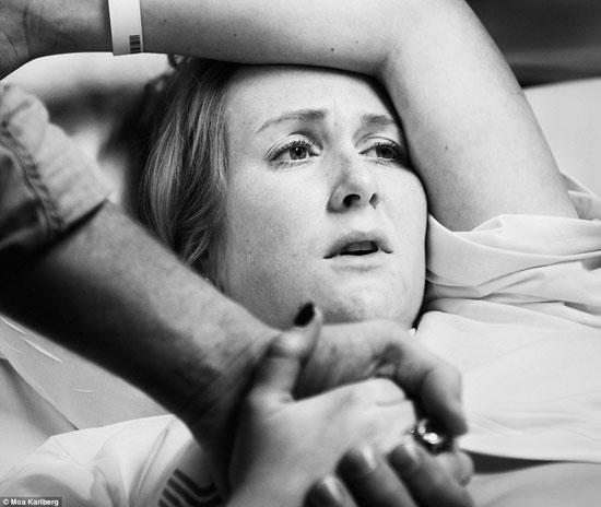 على الرغم من الاختلاف فى الرعاية الطبية الصحية إلا أن تعبيرات وجوه النساء لم تختلف -اليوم السابع -10 -2015
