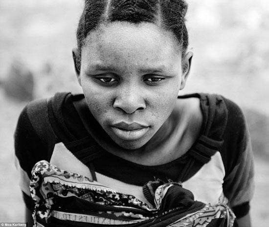 صور النساء بالأبيض والأسود أثناء الولادة -اليوم السابع -10 -2015