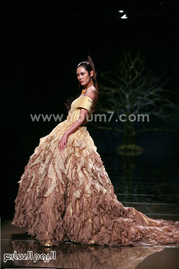 3157053047639 فستان طويل، يتميز بأنه بلون هادئ، جاء ضمن عرض الأزياء اليوم -اليوم السابع