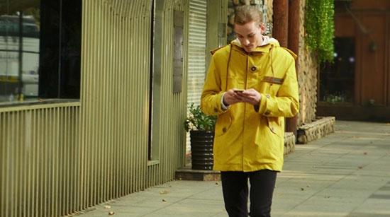 ملابس متطورة تحمى أجهزتك الذكية من الأمطار