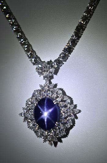 f8c7f20b85a4a 30 مليون دولار ثمن قطعة مجوهرات نادرة فى معرض سنغافورة - اليوم السابع