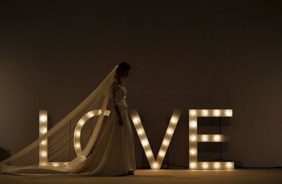 صورة من كواليس التحضيرات النهائية لأزياء المصممة ماريا كريستينا -اليوم السابع -11 -2015