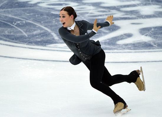 الينا الروسية تقوم بدورها فى المسابقة بأداء رقصة مميزة -اليوم السابع -11 -2015