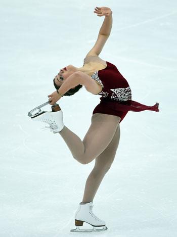 كورتنى هيكس من الولايات المتحدة ترقص بحرفية على الجليد -اليوم السابع -11 -2015