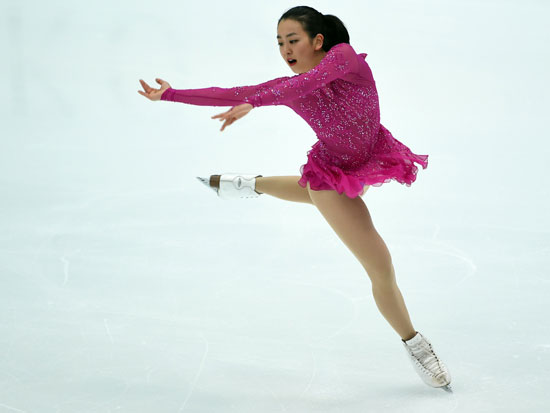 ماو اسادا من اليابان تشارك فى رقص برنامج المرأة القصير بالتزلج على الجليد -اليوم السابع -11 -2015