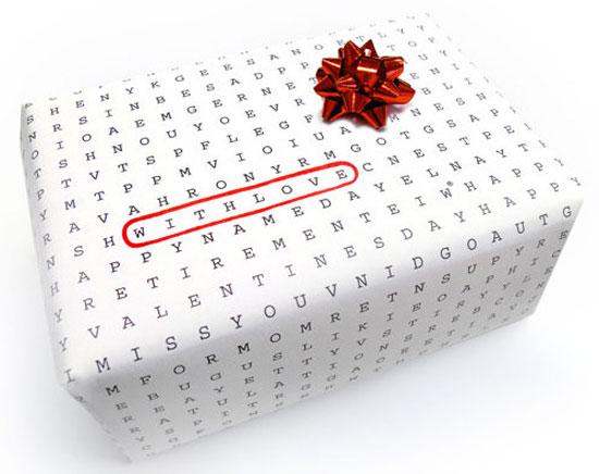 تغليف الهدايا بورق أبيض مطبوع بالحروف -اليوم السابع -11 -2015