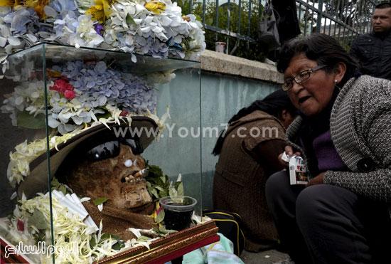 الورد والبخور والهدايا لتكريم ذكرى الراحلين وجلب الحظ -اليوم السابع -11 -2015