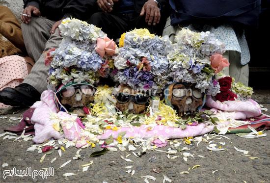 الزهور تغطى هياكل الراحلين فى الشوارع -اليوم السابع -11 -2015