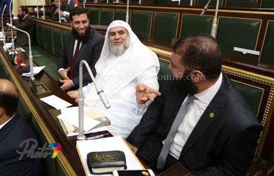 25 صورة توثق ولادة البرلمان الجديد (الجزمة والرقة والخناق) أهم ملامحه 2 10/1/2016 - 10:27 م