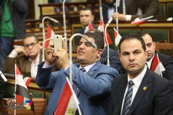 25 صورة توثق ولادة البرلمان الجديد (الجزمة والرقة والخناق) أهم ملامحه 13 10/1/2016 - 10:27 م
