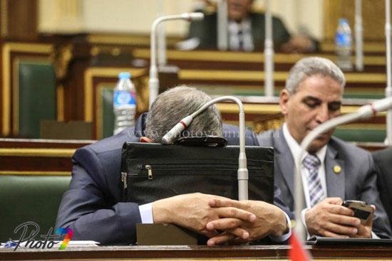 25 صورة توثق ولادة البرلمان الجديد (الجزمة والرقة والخناق) أهم ملامحه 18 10/1/2016 - 10:27 م