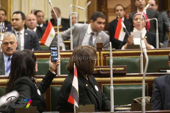 25 صورة توثق ولادة البرلمان الجديد (الجزمة والرقة والخناق) أهم ملامحه 20 10/1/2016 - 10:27 م