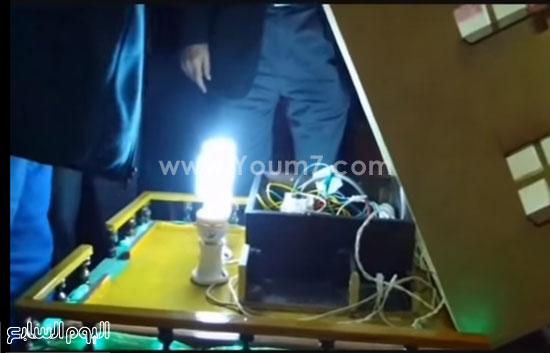 مدرس مبتكر الدائرة الكهربية