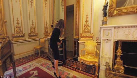 الباب السرى الذى يؤدى إلى الشقق الخاصة للملكة -اليوم السابع -1 -2016