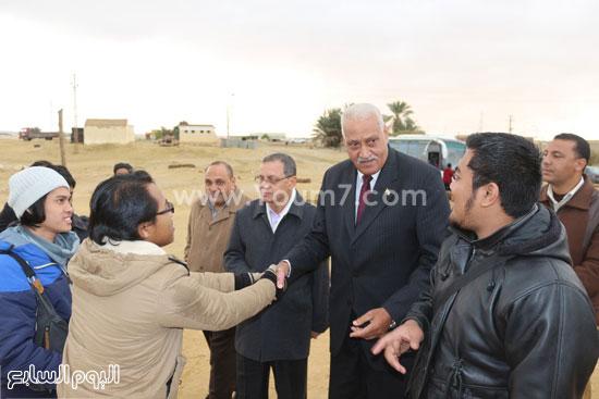 محافظ السويس يتفقد منطقة عيون موسى (2)