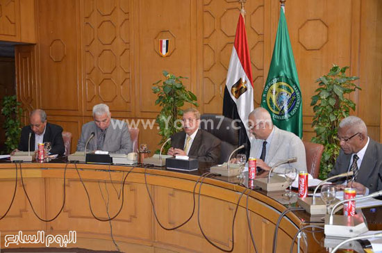 جانب-من-اجتماع-محافظ-الإسماعيلية-(2)