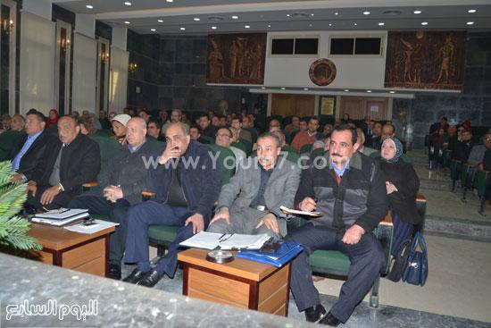 اجتماع-محافظ-الغربية-بالمجلس-التنفيذى-للمحافظة-(3)