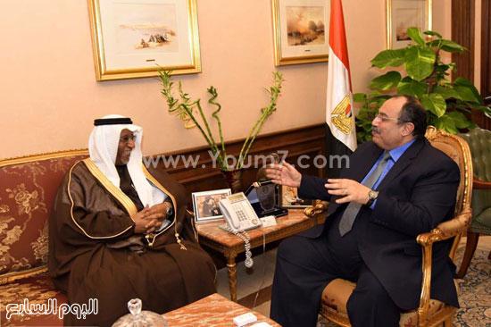 المهندس محمد عبد الظاهر محافظ الإسكندرية وقنصل السعودية منصور محمد سالم عبد الله  (2)