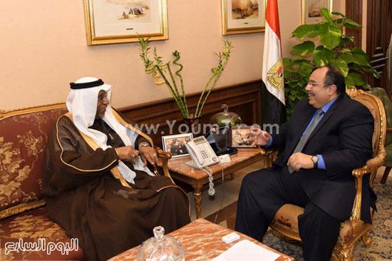 المهندس محمد عبد الظاهر محافظ الإسكندرية وقنصل السعودية منصور محمد سالم عبد الله  (4)
