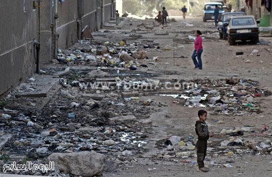 القمامة ومياه الصرف تهدد حياة ألف  (1)