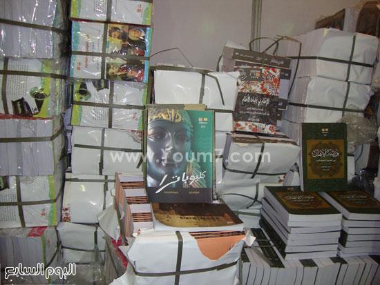 أقبال-جماهيرى-كبير-على-جناح-إصدارات-قصور-الثقافة-بمعرض-الكتاب-(7)