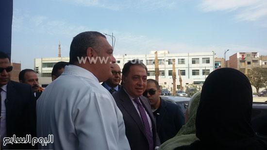 جولة وزير الصحة بمستشفى بنى سويف (1)