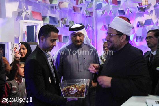 1 (3)محمد مختار جمعة معرض الكتاب وزير الاوقاف مجانية كتب الوسطية لنشر الوسطية الوسطية والاعتدال
