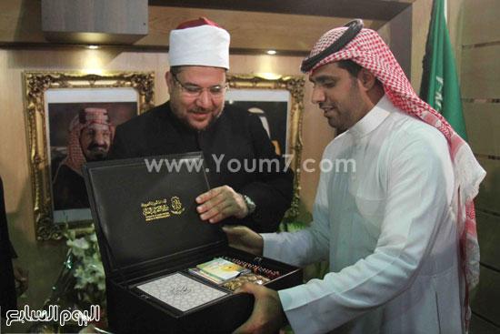 1 (4)محمد مختار جمعة معرض الكتاب وزير الاوقاف مجانية كتب الوسطية لنشر الوسطية الوسطية والاعتدال