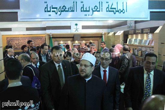 1 (5)محمد مختار جمعة معرض الكتاب وزير الاوقاف مجانية كتب الوسطية لنشر الوسطية الوسطية والاعتدال