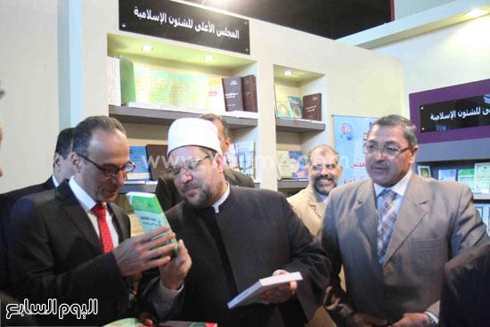 1 (6)محمد مختار جمعة معرض الكتاب وزير الاوقاف مجانية كتب الوسطية لنشر الوسطية الوسطية والاعتدال