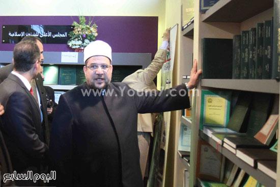 1 (7)محمد مختار جمعة معرض الكتاب وزير الاوقاف مجانية كتب الوسطية لنشر الوسطية الوسطية والاعتدال