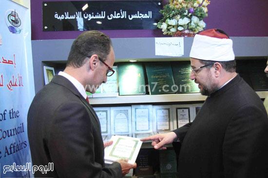 1 (8)محمد مختار جمعة معرض الكتاب وزير الاوقاف مجانية كتب الوسطية لنشر الوسطية الوسطية والاعتدال