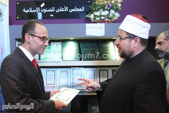 1 (10)محمد مختار جمعة معرض الكتاب وزير الاوقاف مجانية كتب الوسطية لنشر الوسطية الوسطية والاعتدال