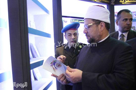1 (29)محمد مختار جمعة معرض الكتاب وزير الاوقاف مجانية كتب الوسطية لنشر الوسطية الوسطية والاعتدال