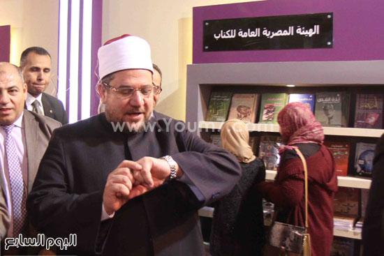 1 (36)محمد مختار جمعة معرض الكتاب وزير الاوقاف مجانية كتب الوسطية لنشر الوسطية الوسطية والاعتدال