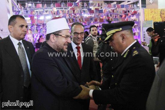 1 (37)محمد مختار جمعة معرض الكتاب وزير الاوقاف مجانية كتب الوسطية لنشر الوسطية الوسطية والاعتدال