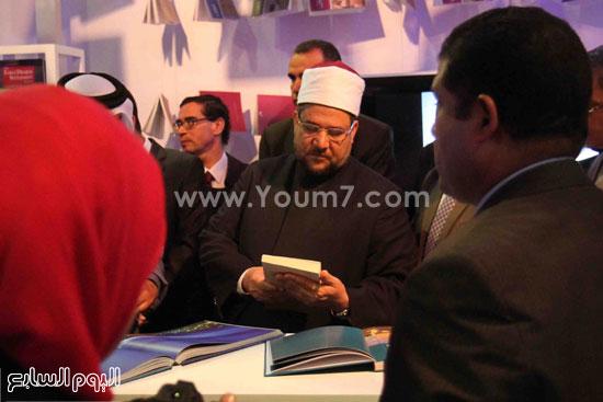 1 (42)محمد مختار جمعة معرض الكتاب وزير الاوقاف مجانية كتب الوسطية لنشر الوسطية الوسطية والاعتدال