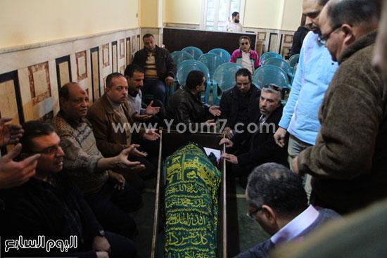 تفاصيل وفاة ممدوح عبد العليم وصور وفيديو الجنازة 3 6/1/2016 - 7:35 م