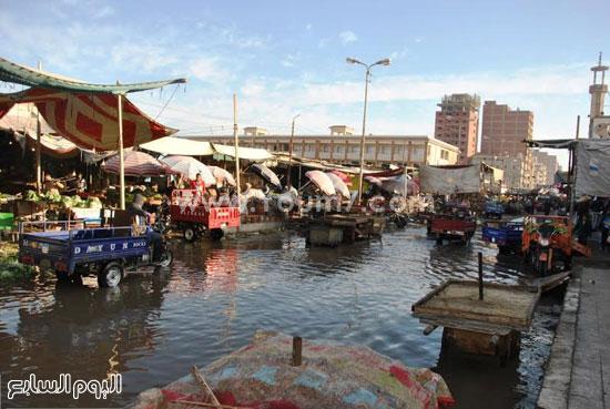 مياه الصرف الصحى تغرق شوارع السوق -اليوم السابع -1 -2016