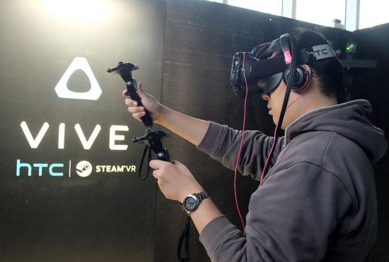 HTC تطلق نظارتها للواقع الافتراضى Vive فى حدث ترويجى اليوم