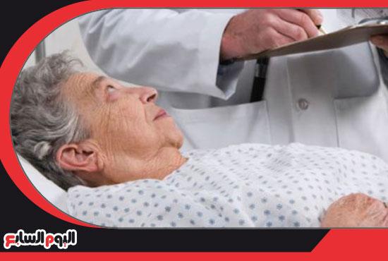 مسن فى غرفة مستشفى إشارة لإجرائه جراحة استئصال البروستاتا -اليوم السابع -12 -2015