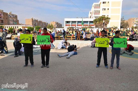 الطلاب يرفعون لافتتات لا للإرهاب -اليوم السابع -12 -2015