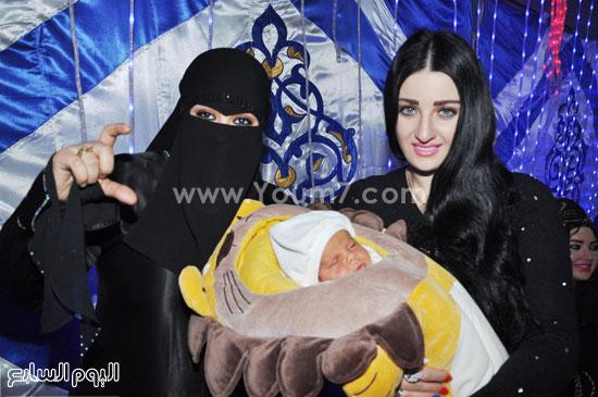 صور المثيرة صافيناز مع والدتها وشقيقتها في عقيقة ابن سعد الصغير