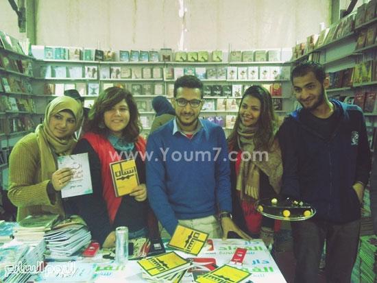 حفل توقيع للشاعر محمد حواس لديوانى معجون أسنان (1)