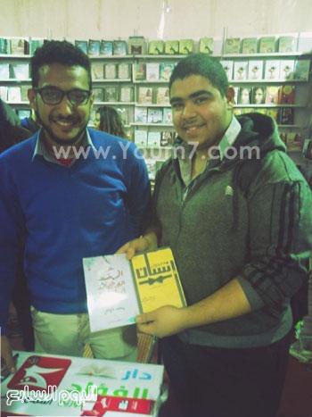 حفل توقيع للشاعر محمد حواس لديوانى معجون أسنان (2)
