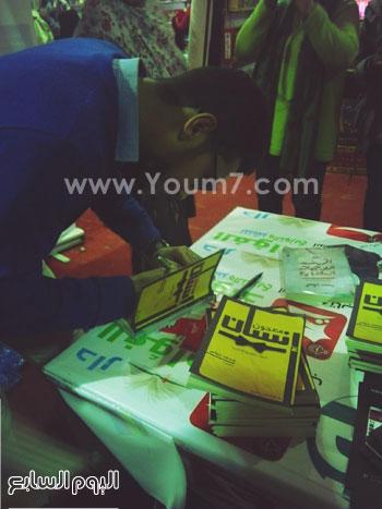 حفل توقيع للشاعر محمد حواس لديوانى معجون أسنان (3)