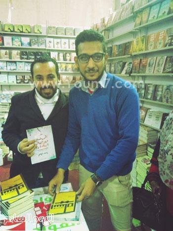 حفل توقيع للشاعر محمد حواس لديوانى معجون أسنان (4)