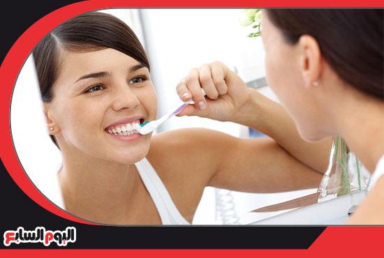 غسل-الاسنان-يوميا-للعناية-بها-5