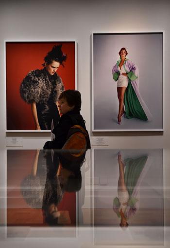 -مجلة-فوج-البريطانية-توثق-نجاحتها-فى-معرض-فنى-بلندن--(8)